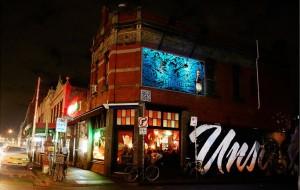 Cartellone pubblicitario Coopers Dark Ale di notte