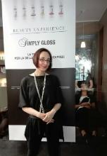 la giornalista Daniela Giambrone soddisfatta dopo la piega luce di Simply Gloss!