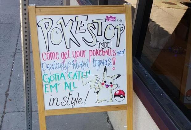 Attività commerciale che sponsorizza all'interno un ritrovo di Pokémon
