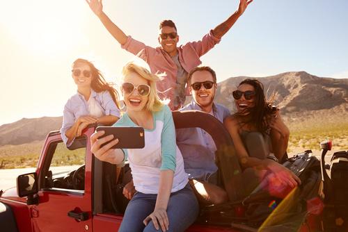 Selfie di amici in vacanza