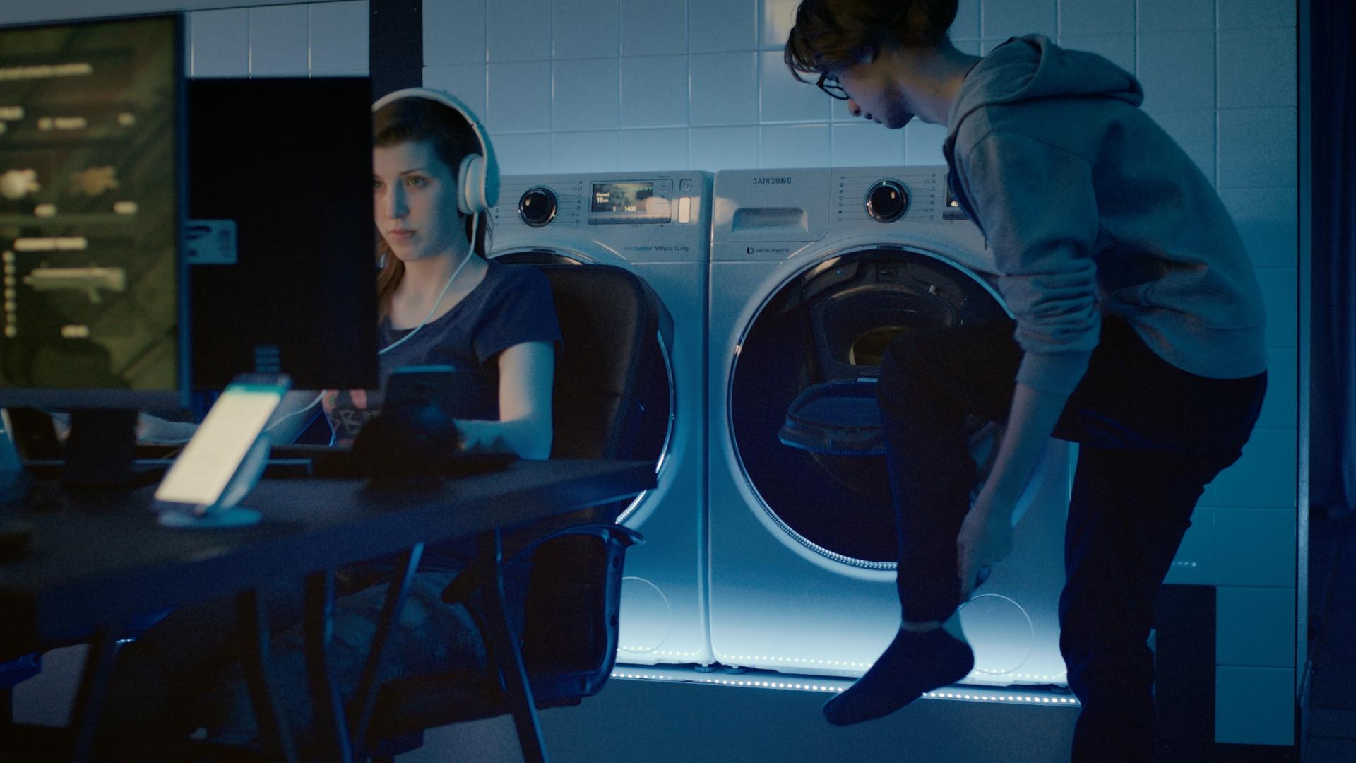 lavanderia con lavatrice samsung