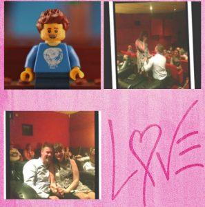 Ben fa a Kirsten la proposta di matrimonio mettendosi in ginocchio di fronte a lei mentre, sullo schermo, si vede il suo alter-ego Lego