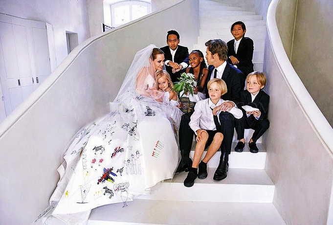 Brad Pitt e Angelina Jolie con i loro 6 figli nel giorno del matrimonio