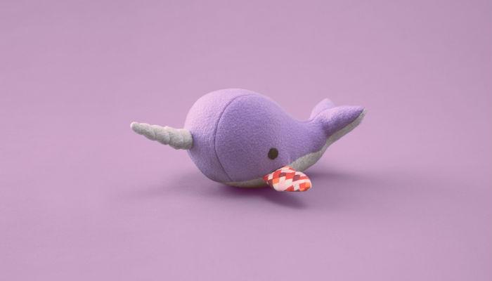 Donazione di Organi: peluche balena con pinna di altro peluche