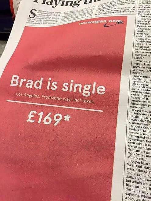 """Brad Pitt: immagine dello slogan """"Brad is Single"""" della compagnia aerea norvegese"""